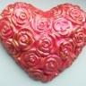 Inimioara rosie cu trandafiri